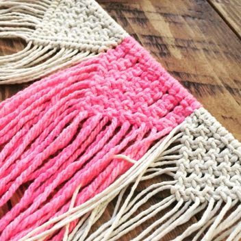 Sample macrame' knots.